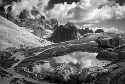 Wolkenspiel am Bergsee